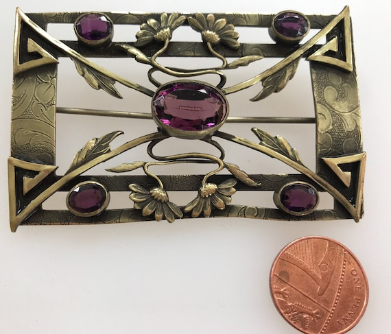 Beautiful Victorian Art Nouveau Amethyst glass cabochons stylised floral brass sash pin brooch