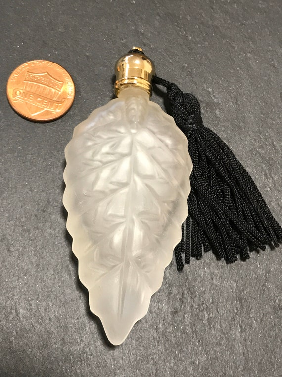 Frosted glass Glass leaf Shaped Perfume Scent Bottle Bottle with Black tasseled top
