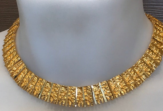 Beautiful vintage 1970s rich gold plated brutalist style collar choker necklace