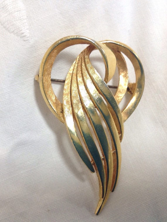 Beautiful vintage 1960s gold tone brooch/ pin by makers SPHINX