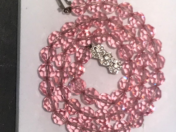 Stunning Vintage Art Deco 1920s 1930s pink faceted glass beaded Necklace.