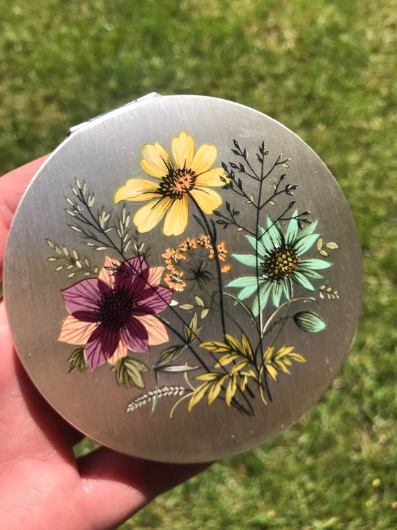 Vintage Silver Plated Floral Stratton compact in unused condition