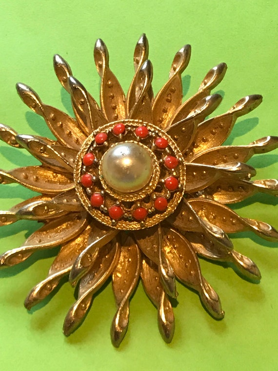 Vintage gold toned layered sunburst faux pearl brooch