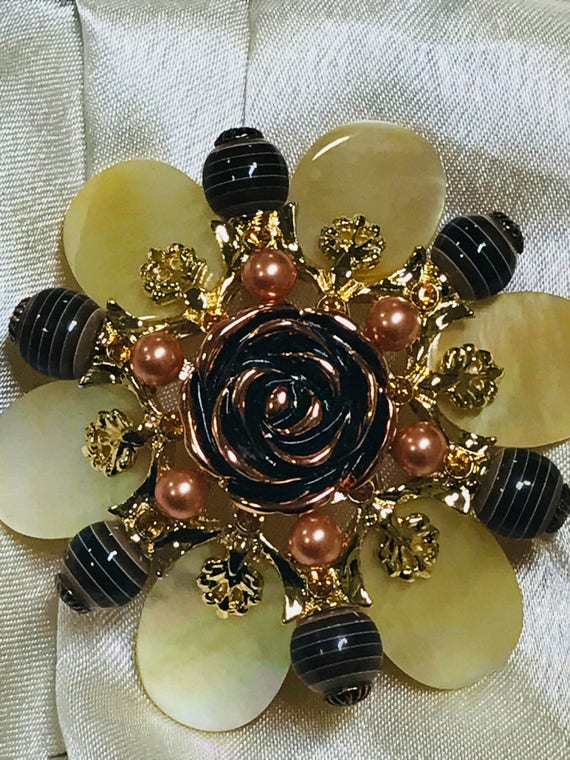 Striking 1990s collectors Statement piece flower brooch/ pin by Joan Rivers
