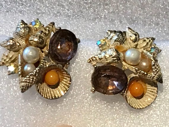 A beautiful pair of vintage clip-on earrings by makers Art  Mode Jewellery Arthur Pepper Jewellery