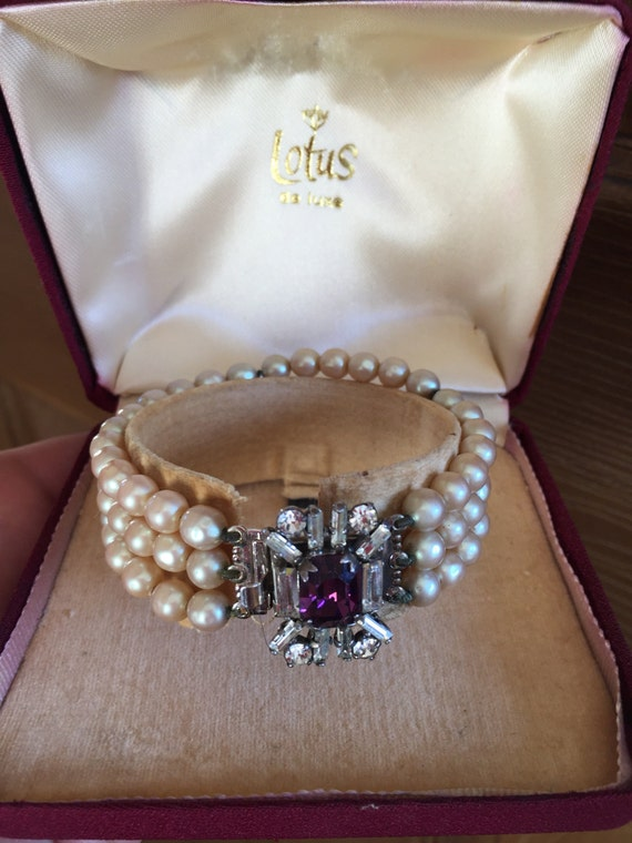 Vintage Lotus de Luxe pearl boxed bracelet with silver clasp