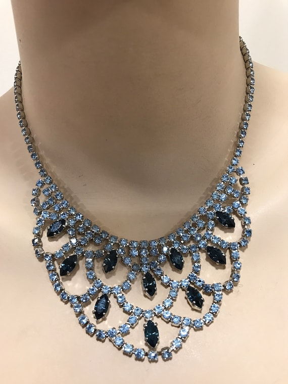 Classic Vintage 1950s pale and dark blue crystal rhinestone necklace