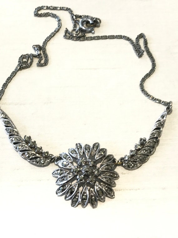 Elegant vintage rhodium plated floral design Marcasite choker necklace 16 inches in length