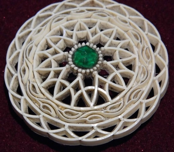 A vintage early plastic/celluloid brooch c 1920s