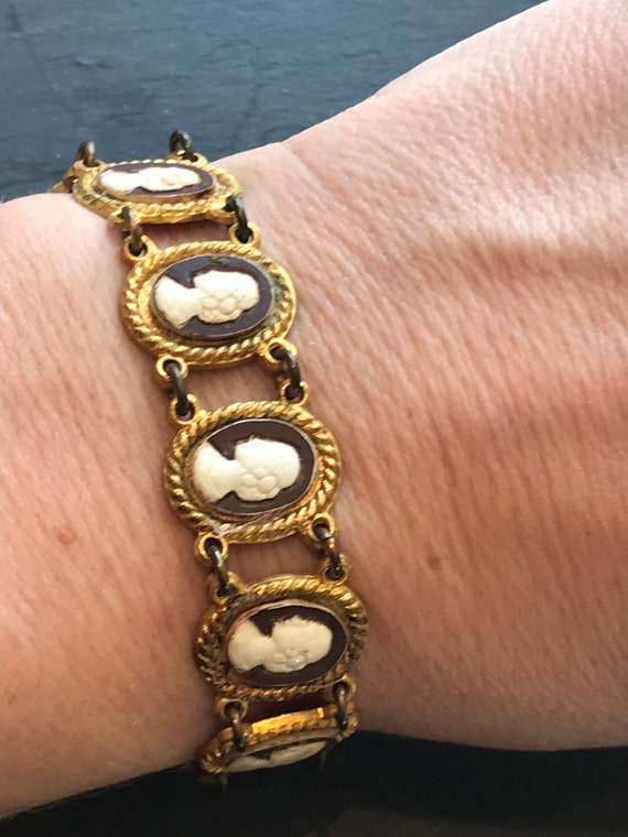 Beautiful vintage glass cameo cabochon panel bracelet