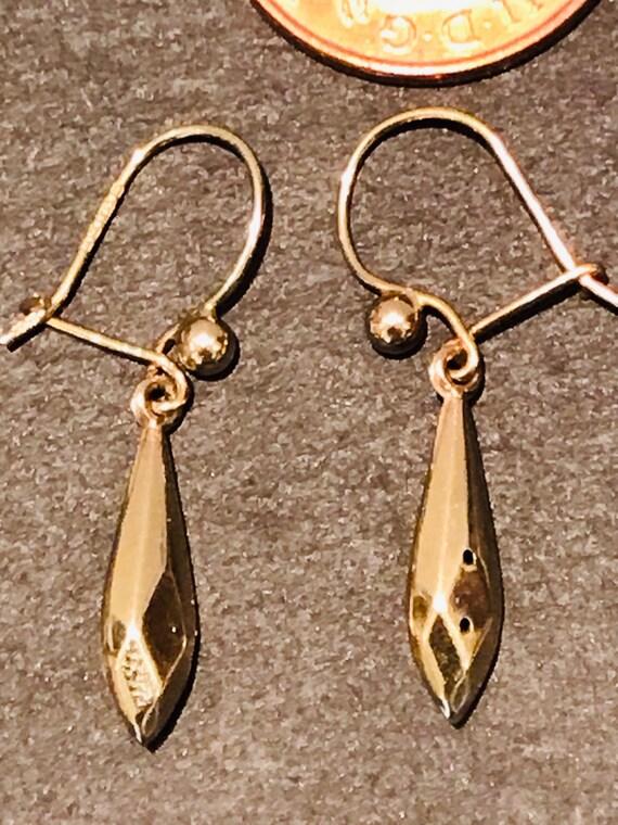 Elegant pair of vintage 9ct 375 hallmarked gold drop earrings