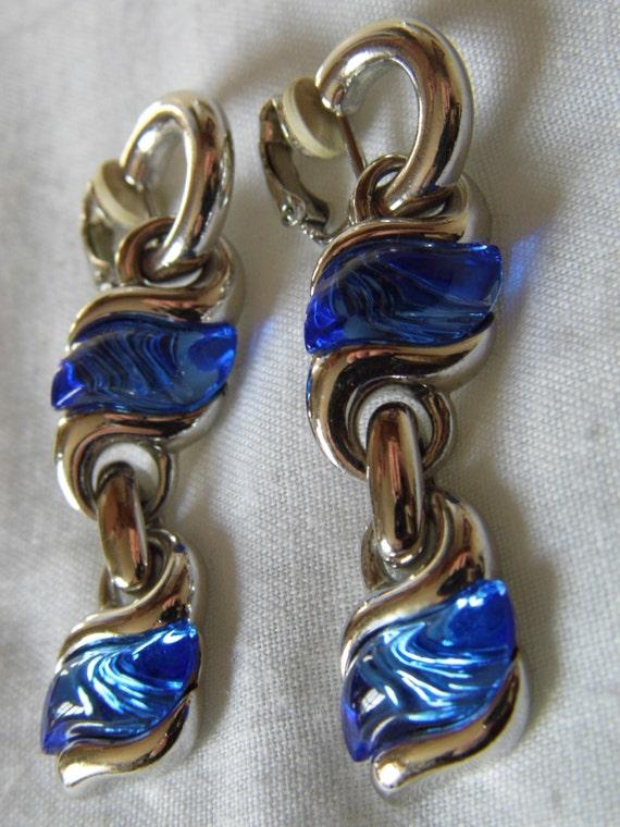 Stunning vintage Swarovski blue crystal clip- on earrings.