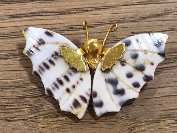 Vintage 1960s conch shell butterfly brooch pin