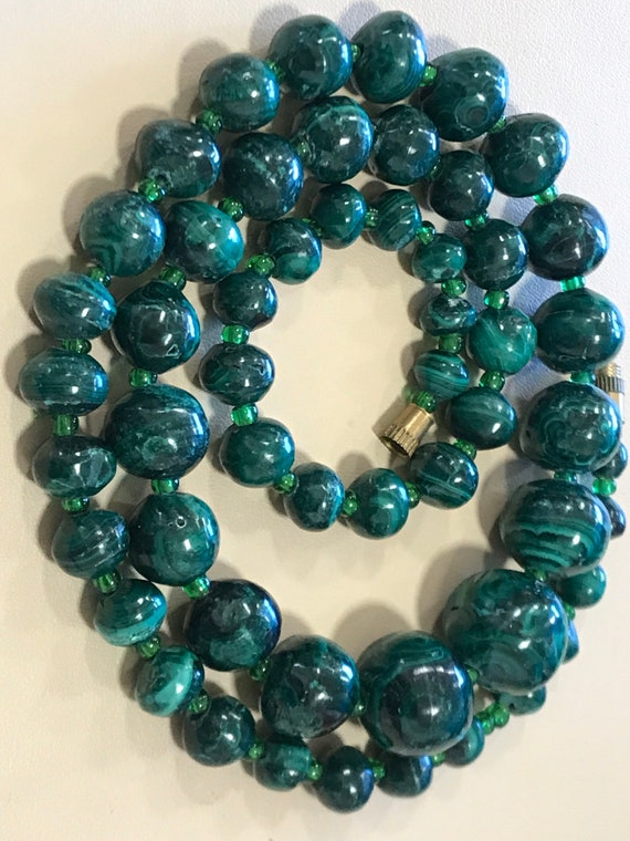 Striking vintage  round beaded Malachite necklace 95.5 grams 22 inches