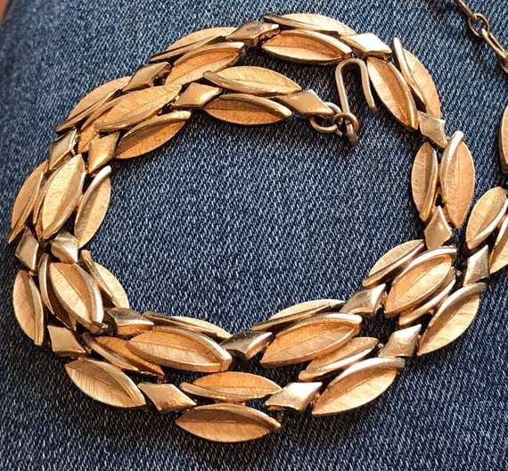 A Beautiful vintage Trifari brushed gold tone choker/ necklace