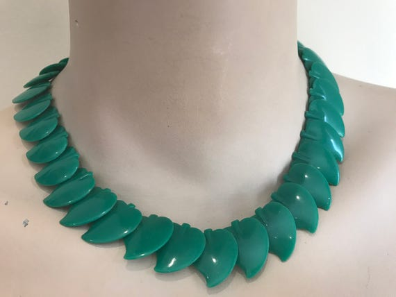 Beautiful vintage early plastic leaf design beaded necklace/choker