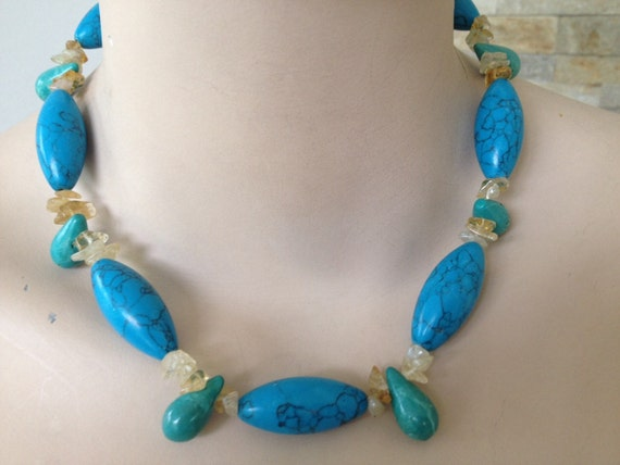 "Beautiful 1970s vintage beaded Turquoise stone necklace 18"" length"