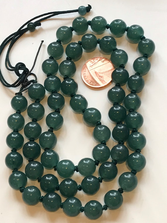 "Beautiful vintage hand knotted oriental green hard stone necklace 26"" length"