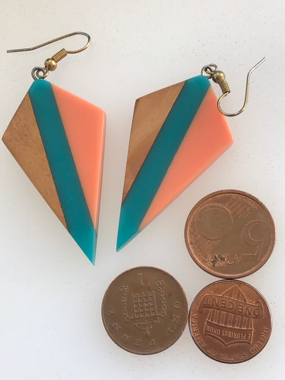 Vibrant vintage 1980s statement piece dangle drop earrings polished wood and plastic