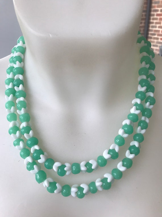 1950s pale green and white double stranded beaded ladies glass necklace