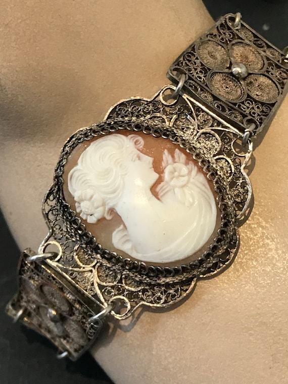 Stunning  Vintage Italian real shell cameo solid filigree bracelet