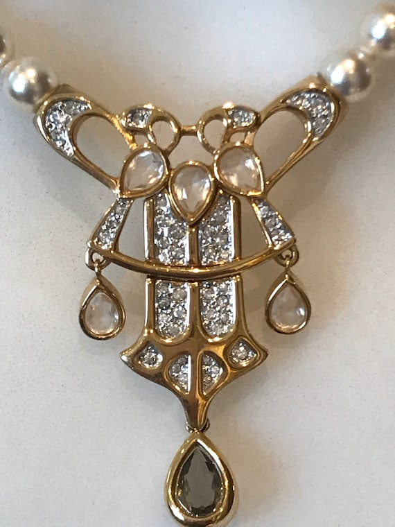 Vintage 1970s/80s Swarovski crystal gold plated faux pearl pendant necklace