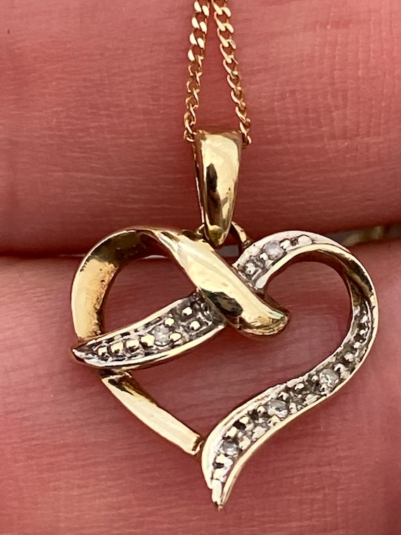 9ct yellow gold and diamond heart pendant chain necklace