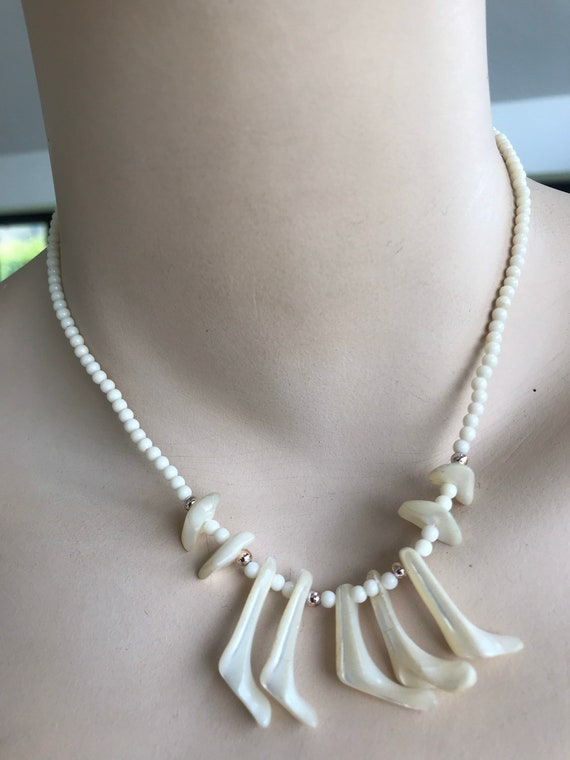 Vintage mother of pearl tribal style beaded droplet choker necklace 15.5 inches