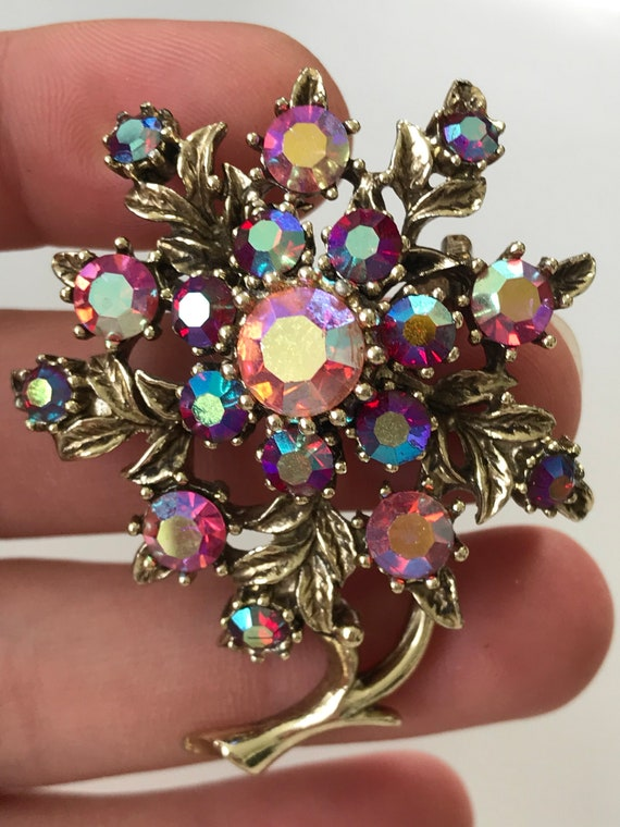 Beautiful vintage pink and gold rhinestone Brooch/ pin gold tone metal