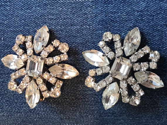 Striking vintage jewelcraft Statement Piece large clip on earrings