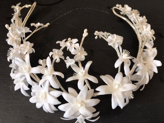 Stunning 1950s/ 60s white Floral wedding Tiara