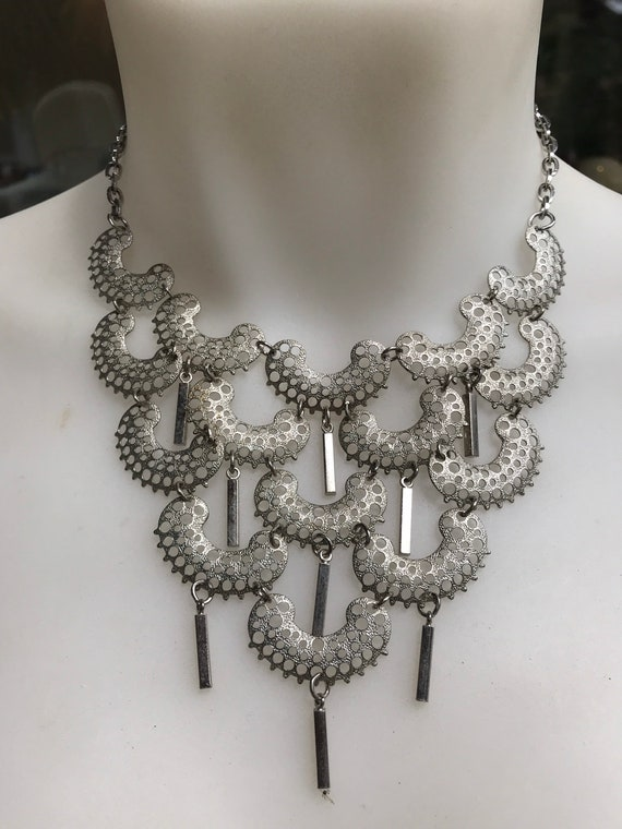 Vintage 1970s Sarah Coventry Charisma silver plated bib dangle necklace