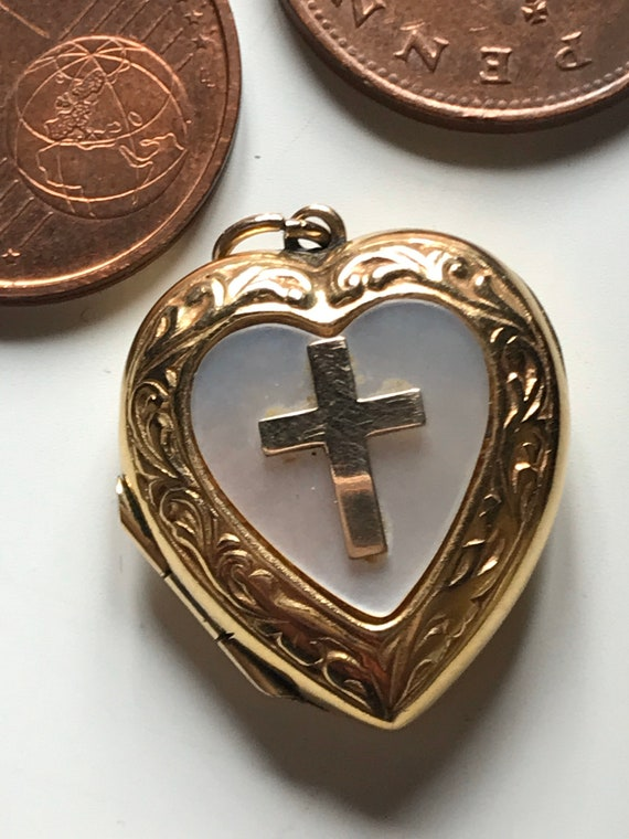 Beautiful vintage mother of pearl and 9ct gold cross locket