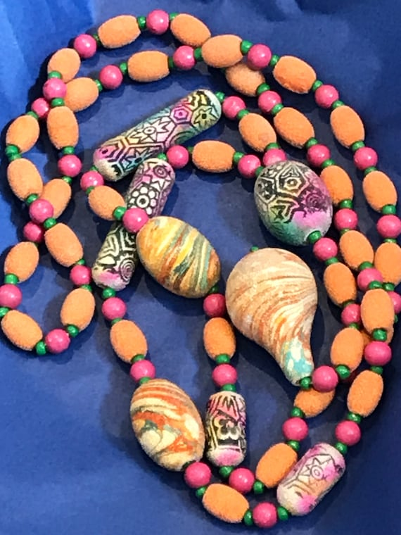 1950s sugar frosted long beaded necklace with marbled and pattern beads