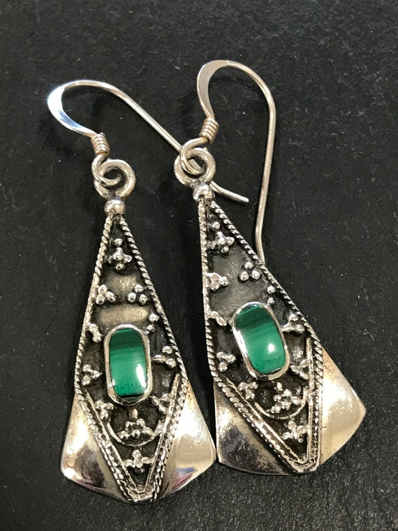 Beautiful vintage 925 silver and Malachite drop earrings