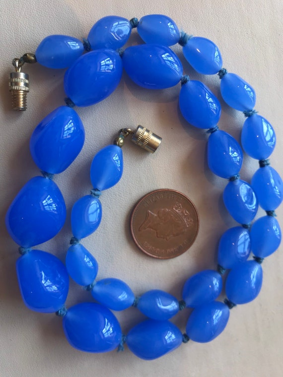 Stunning Vintage Art Deco 1920s 1930s baby Blue glass beaded Necklace.