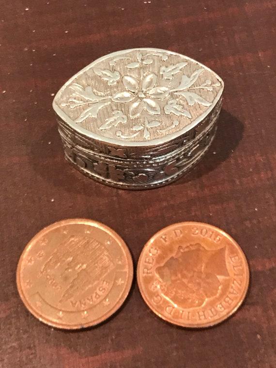 Vintage Italian solid 800 silver miniature pill box. Silver box, small silver trinket box, Engraved silver box
