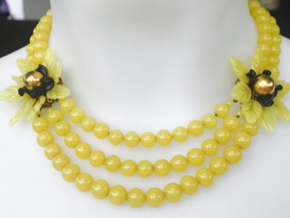 Beautiful Vintage yellow glass beaded floral necklace