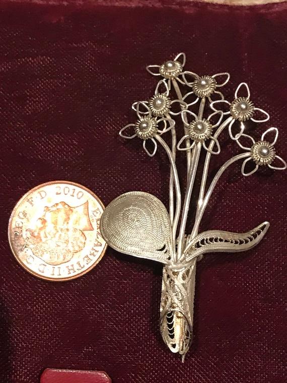 A beautiful vintage silver fine filigree flower brooch