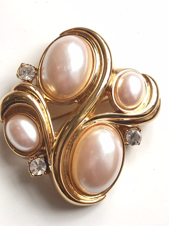 Lovely vintage gold plated faux pearl brooch pin by MONET