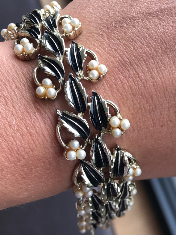 Stunning vintage gold toned Jewelcraft bracelet enamelled in black and set with faux pearls