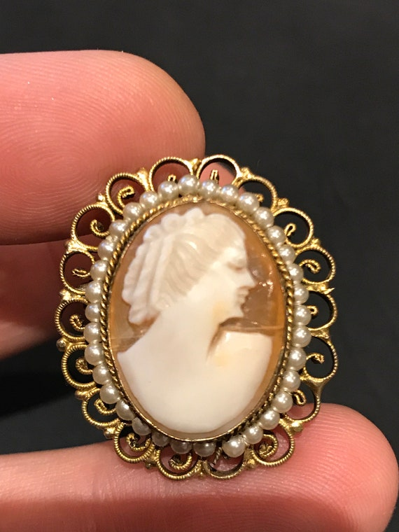 A vintage real shell carved cameo portrait brooch/pin/ pendant