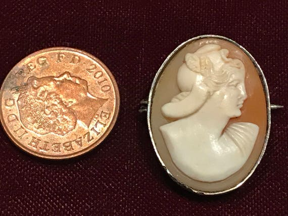 A vintage real shell carved cameo portrait brooch/pin silver framed