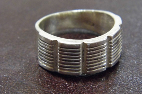 Vintage solid silver  modernist band ring 1970s  US size 8 uk Q