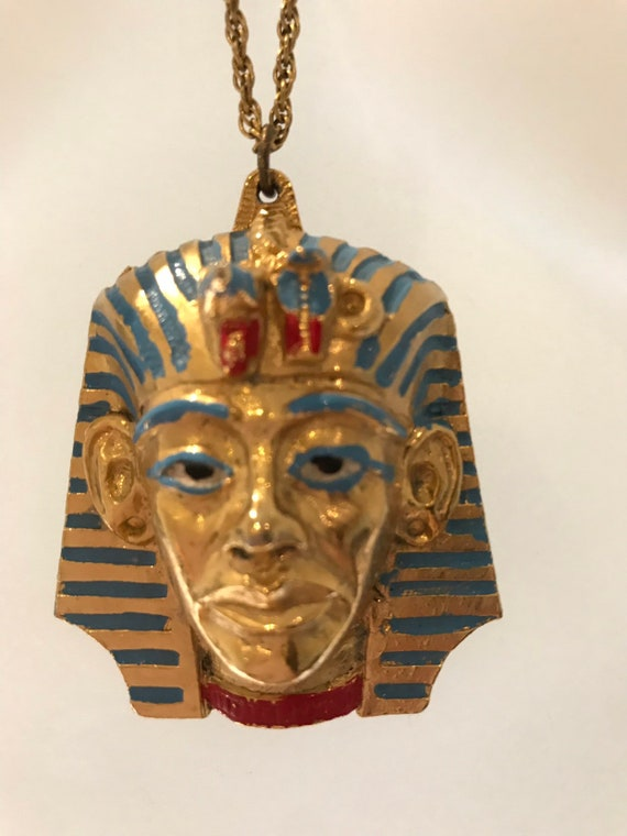 Vintage 1970s large gold tone Egyptian Pharaoh head pendant by JEM signed 77