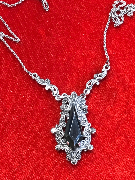 Exquisite Art Deco Sterling Silver and Marcasite necklace