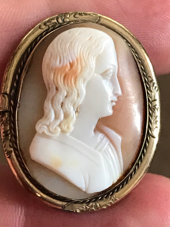 Antique carved shell portrait cameo brooch in rolled gold frame