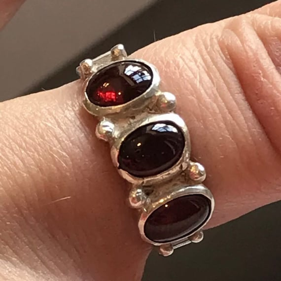 Vintage 1970s Hallmarked Solid Silver And Garnet Ring Size N