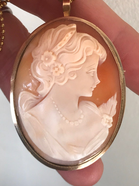 Vintage 9ct gold Oval carved shell profile cameo pendant brooch