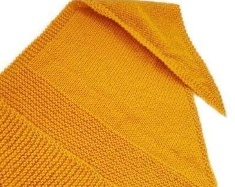 Knitted shawl in color of your choice, boho chic triangular cover up. Handknitted wrap, triangle scarf, trendy stole, knitwear, vegan scarf